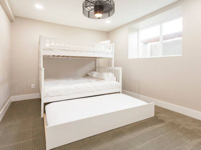 Spacious New 2 Bedroom In Green Lake, Seattle