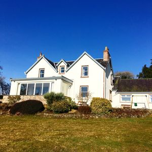 Photo for Newly renovated 6-bedroom farmhouse in spectacular rural Highland locationo
