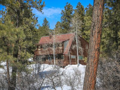 Photo for Charming 3 bedroom, 3 bath home nestled in the ponderosa pines.