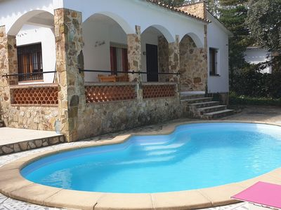 Photo for Pals, House 220 with private pool