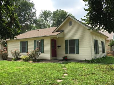 Cozy Cottage, Fully Furnished, Quiet Downtown Neighborhood