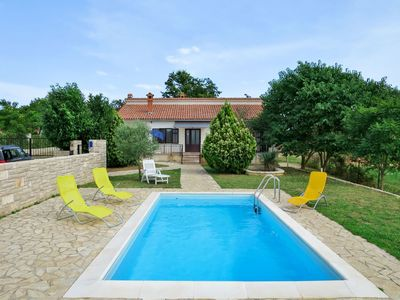 Photo for Cosy apartment for 6 guests with A/C, private pool, WIFI, TV, balcony and parking