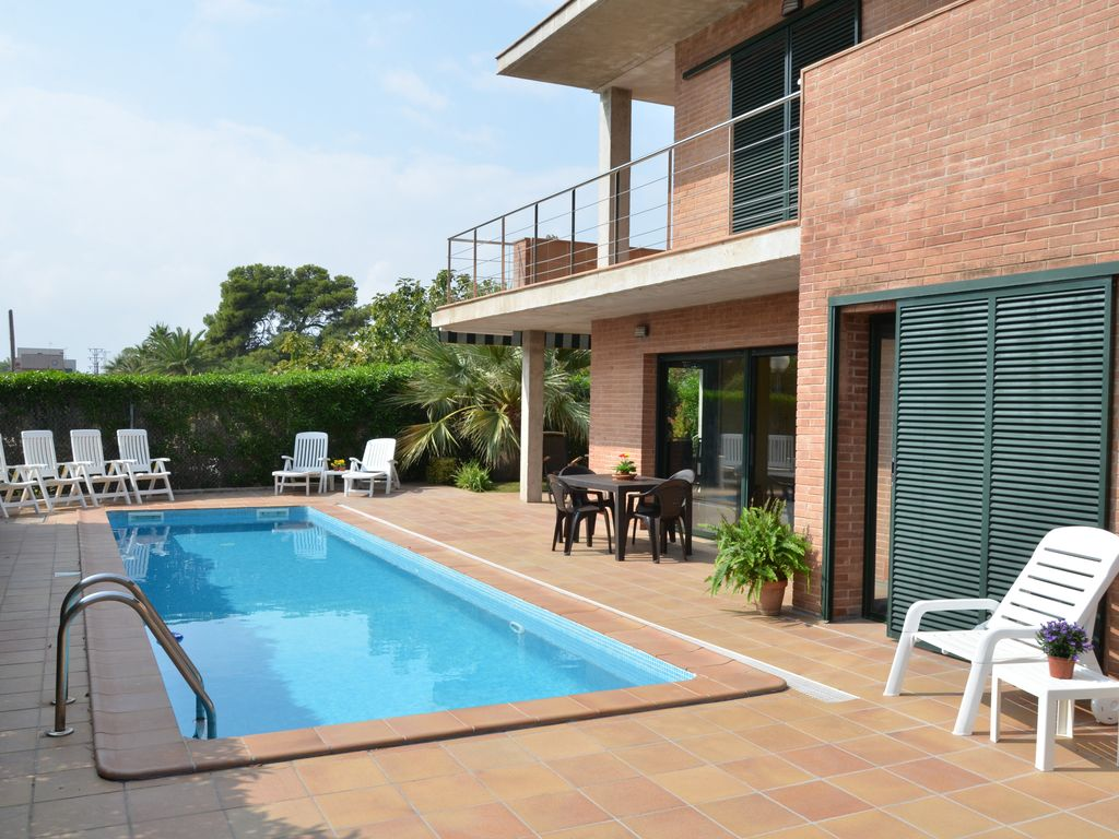 Construire Un Pool House aircond, pool, parking, near center and beach, big rooms, bright, quiet -  l'ampolla