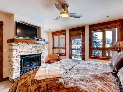Photo for Spacious luxury condo with mountain view and fireplace