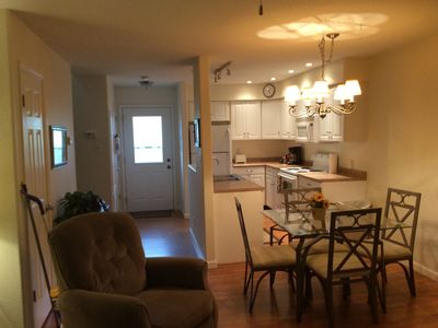 Beautiful town house style condo with great location cable/Internet/by pool
