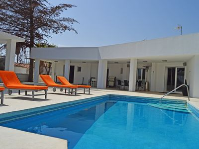 Photo for Lovely modern style villa, 250 m from the beach with pool in Marbesa, Marbella
