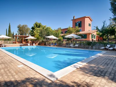 Photo for Splendid Villa two Oaks with swimming pool near Rome