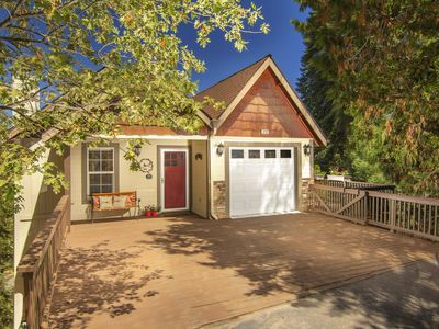 Photo for Peaceful Charming Family Retreat with beautiful 30 mile view & Lake rights!