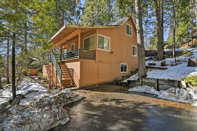 Retreat to this Mi-Wuk Village vacation rental cabin in the mountains of Cali!