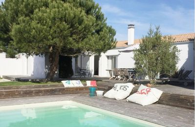 Photo for Family house, heated pool near Royan