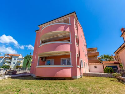 Photo for Apartment in Medulin just 500 meters to the sandy beach with climate, Wi-Fi, parking, terrace