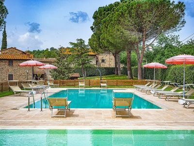 Photo for Lovely apartment for 4 guests with WIFI, pool, TV and parking, close to Cortona