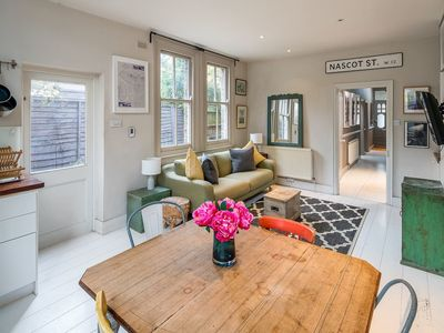 Photo for Charming 2 bed flat with garden in Shepherd's Bush
