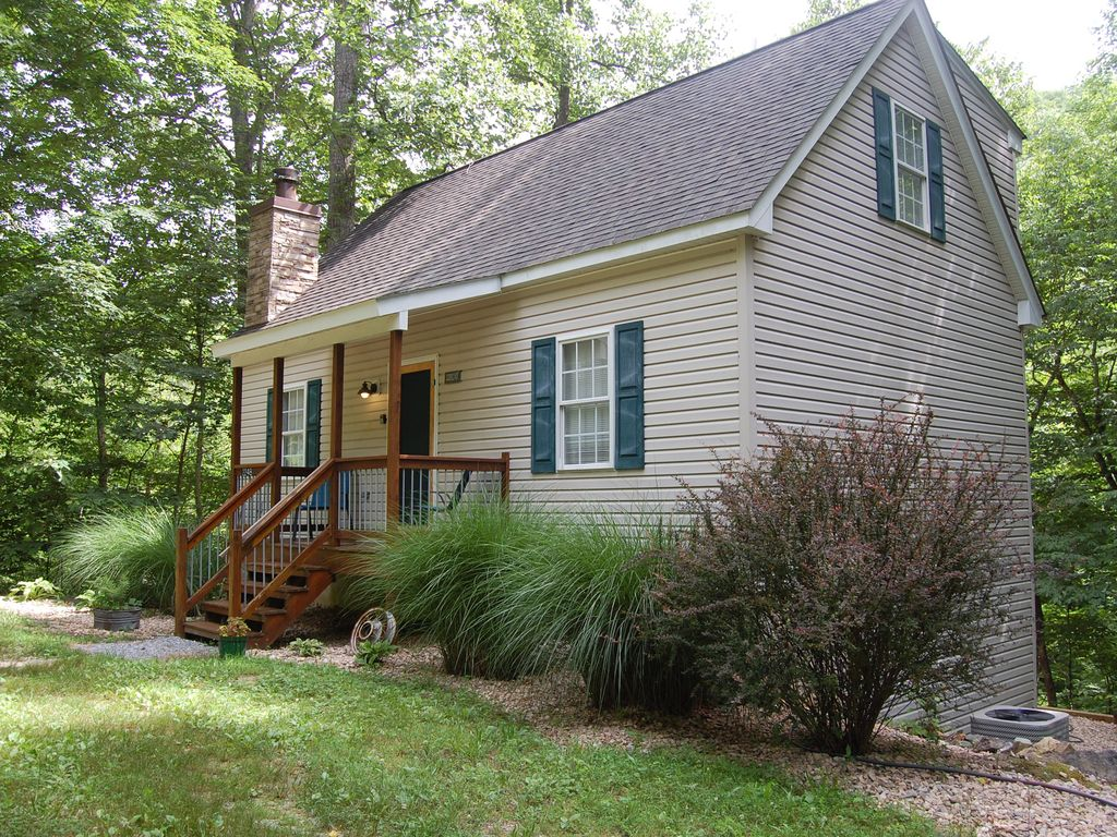 Couples mountain retreat in blue ridge mountains for Montebello cabin rentals