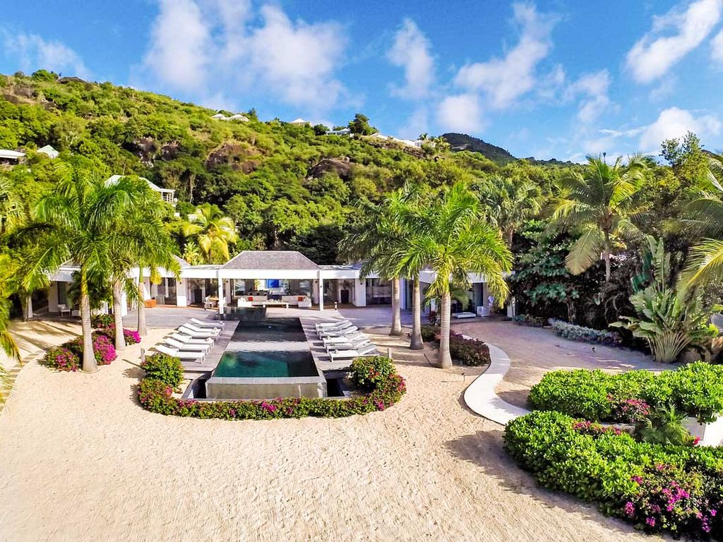 Elegant Palm Beach, beachfront on the sand with lush grounds ...