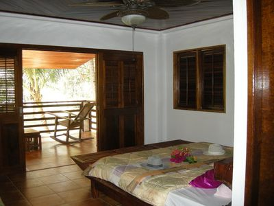 first floor air conditioned bedroom with seaview king size bed chambre du premier