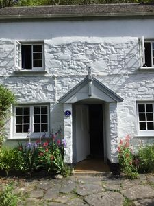 Photo for Charming cottage, 5 mins walk to beach, private garden Bucks  Mills, North Devon
