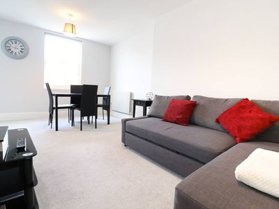 Photo for Premium 2 Bed in Central Brighton with a Sea View, 2 minutes to the beach!✨