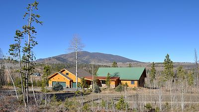 Photo for 3300sf LOG HOME, Big Views, a bit of Luxury, Sleeps 10, 10 min to Town Center