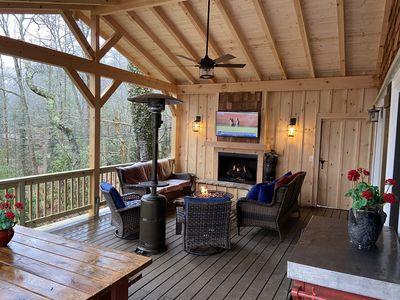 1 Level, 3 Masters, 4 Baths,  2 Dens, 3 Fireplaces! 6 TVs,  Covered Porch!