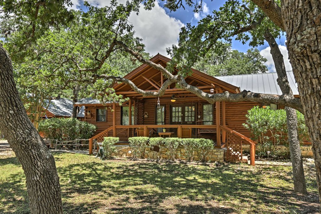 A Texas cabin rental located on nearly three acres of land