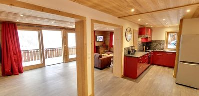Photo for Beautiful high-end chalet close to the center and ski lifts