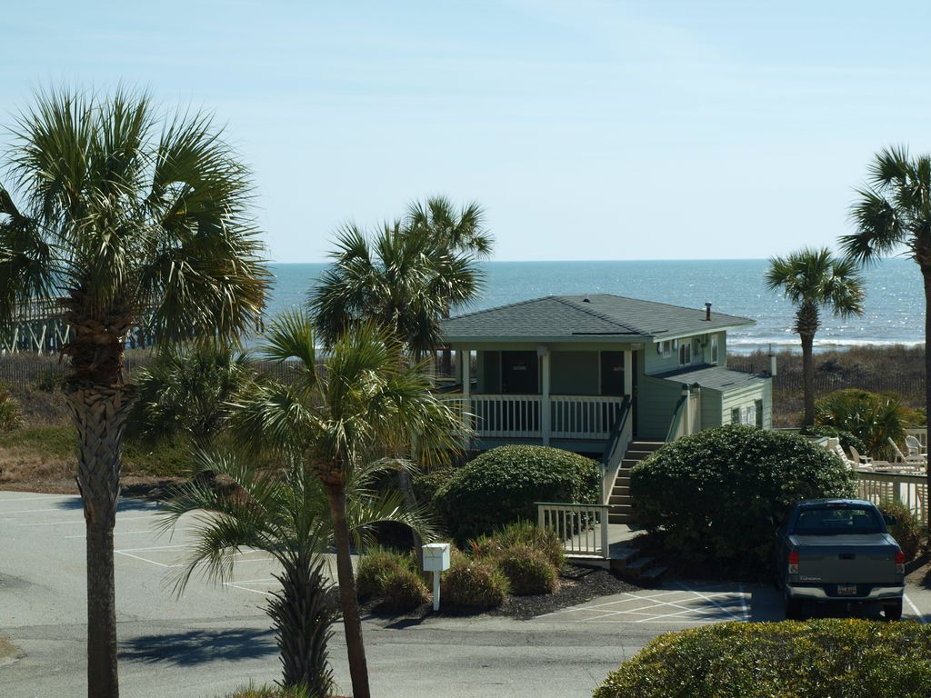 Iop oceanfront best value on the isle of vrbo for Isle of palms fishing pier