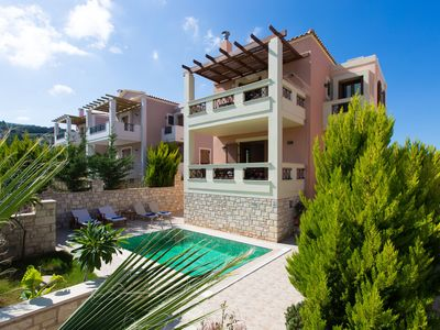 Photo for Family-friendly villa with private swimming pool