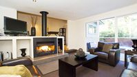 Lovely house with decent sized rooms but still cosy. Great location in the centre of Olinda.