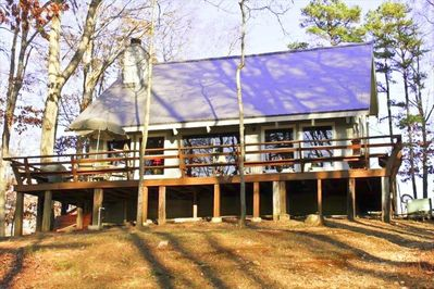 Cozy 3 Bedroom Cabin Nestled in the Trees and Close to Water. Large great room.