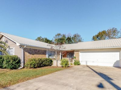 Photo for Spacious dog-friendly home w/ full kitchen, free WiFi, and enclosed yard!