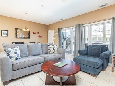 Pet Friendly Condo, Less Than 75 Yards To Beach, Close to Restaurants and Shops