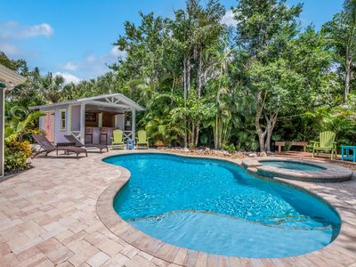 Coastal Breeze: Awesome Ground Level, Heated Pool, Hot Tub, Short Block to Beach