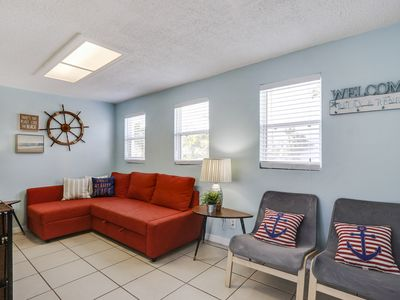 Photo for 3 bed 2 bath sleeps 8 walking distance to JOHNS PASS