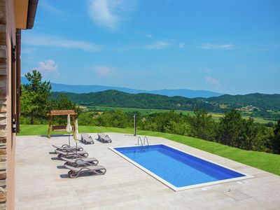 Photo for Villa with beautiful views, wellness room and private pool near Pazin