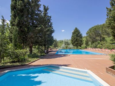 Photo for Maintained, spacious holiday apartment on picturesque country estate in the heart of Tuscany