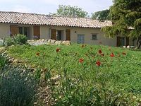 Beautiful rural setting, with fantastic pool and views to the Pyrenees