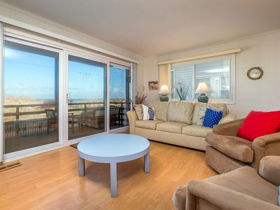 Photo for Cozy and charming, with newer furnishings, this unit will make you feel at home.