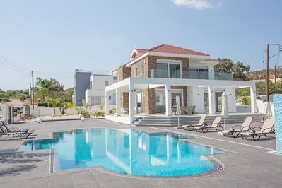Villa Kelis, Luxury 5BDR Protaras Villa, close to the Fig Tree Bay Beach