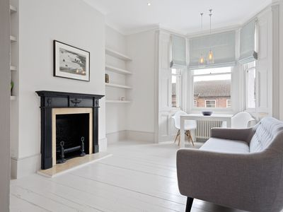 Photo for Spacious 1-Bed Flat in Notting Hill
