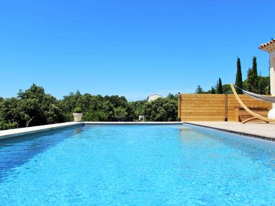 Photo for Villa with pool and views of the Luberon