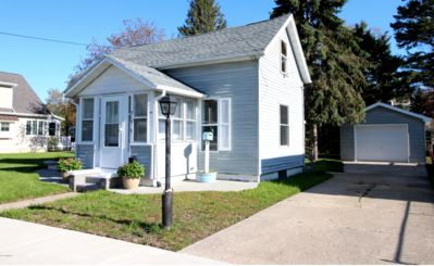 Photo for Charming bungalow 2 blocks from South Beach!  Bonus beach toys and bikes!