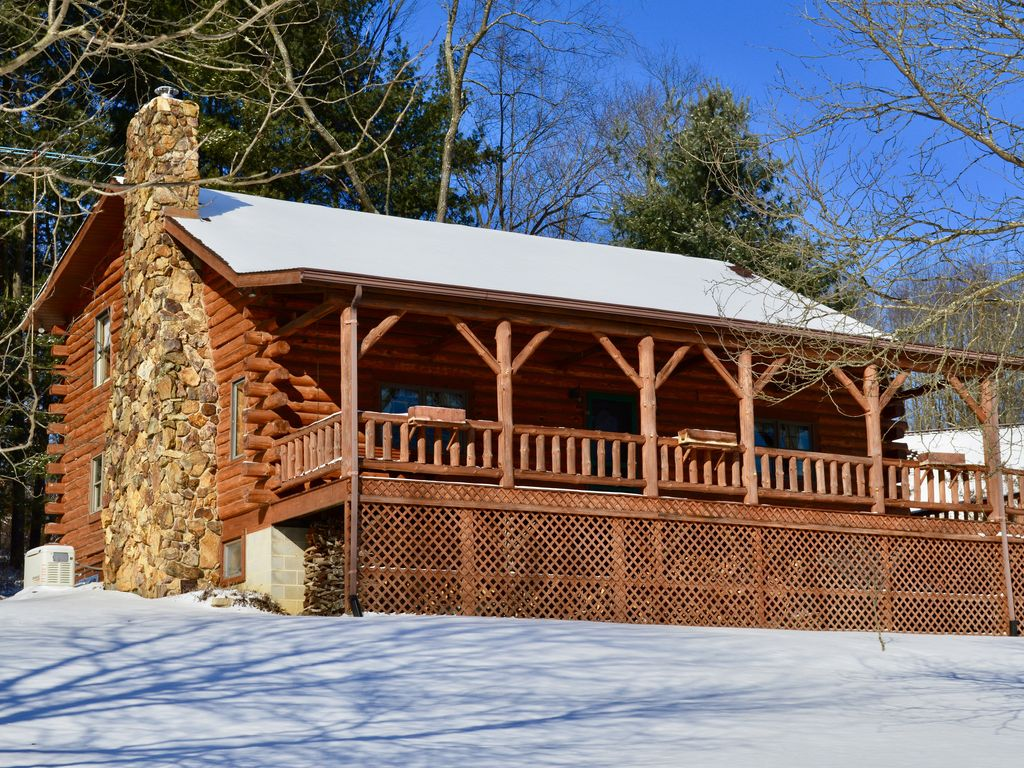 Large log cabin on 12 private acres with fi vrbo for Private fishing ponds near me