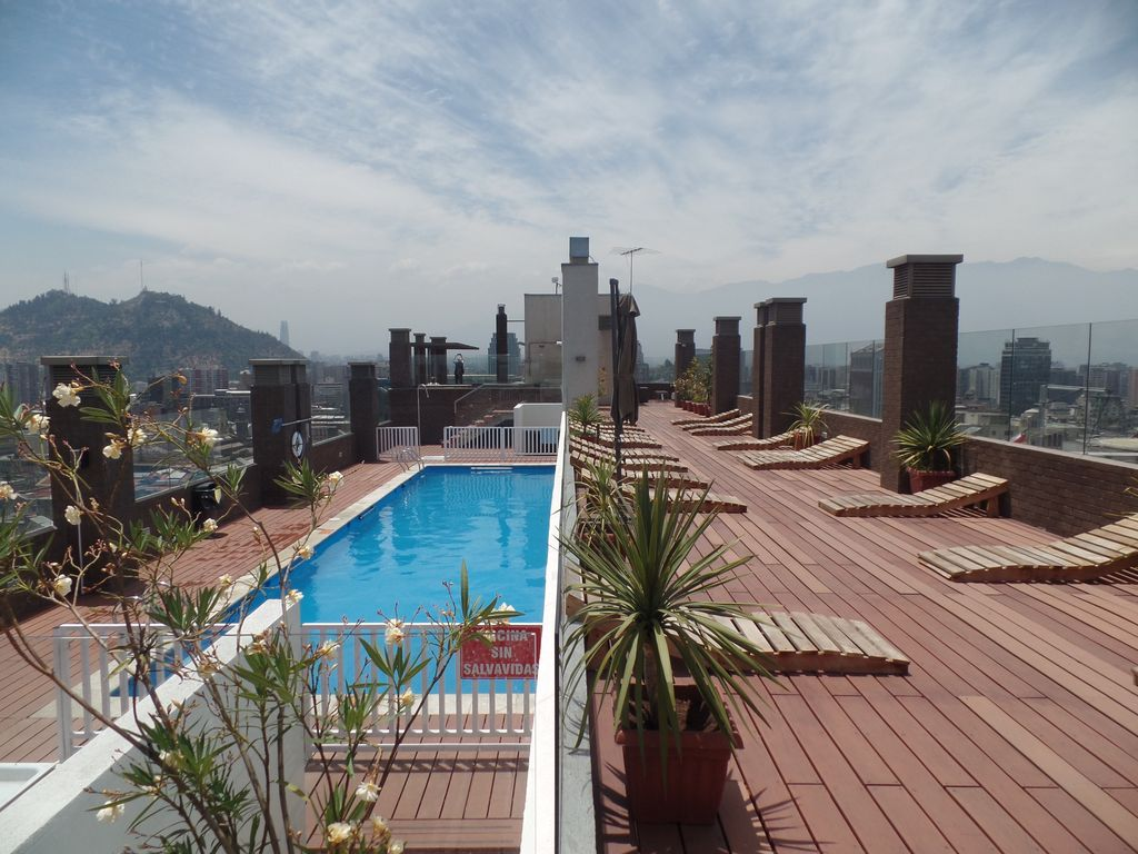 Studio Bok  located in the heart of the city area with swimming pool.