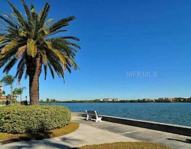 Remodled 2br 2ba with private patio, short walk to #1 beach, enjoy water views