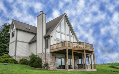 4BR Chalet - 4th of JULY week open! Hot tub, fire pit, pool table & views!