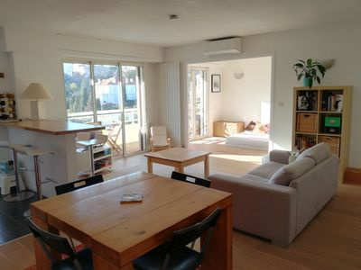 """Photo for Stunning sunny flat, 8 min walk from the """"Palais des Festivals"""" and the beach!"""
