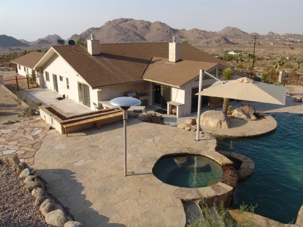 Luxury modern desert home with pool and jacuzzi