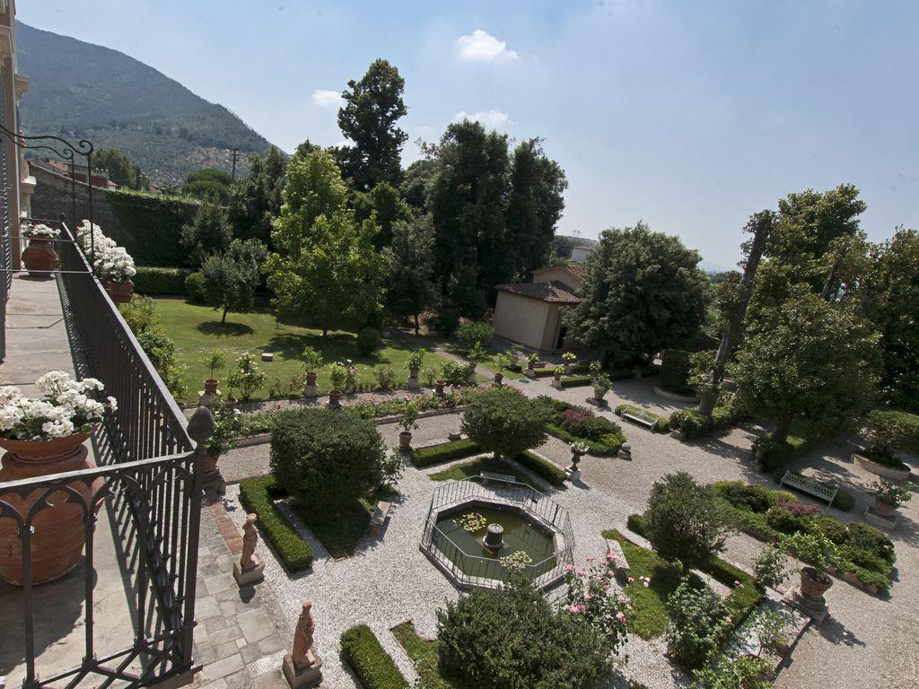 Historical Eighteenth Century House Surrounded By Greenery With All Modern Comforts Calci