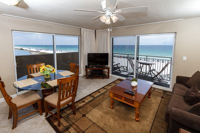 Beautiful views from this 4th floor corner condo - Beautiful views from this 4th floor corner condo